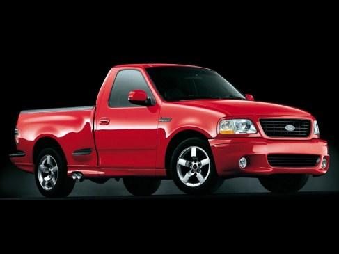 Ford F150 Lightning SVT (1999) Ce pick-up survolté adopte de série un V8 5,4 litres compressé pouvant atteindre 380 ch !