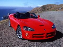 Dodge Viper SRT-10 (2004) La deuxième génération de Viper s'assagit esthétiquement, mais gagne un V10 de 8,4 litres encore plus sulfureux.