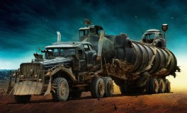 """Les bolides de """"Mad Max : Fury Road"""" The War Rig - Vu de loin, on dirait un camion. En y regardant de plus près, c'est en fait une combinaison de plusieurs types de véhicules."""
