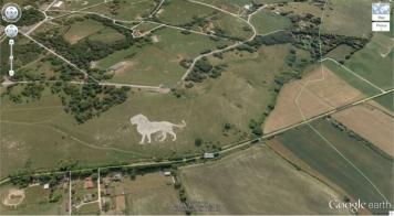 Un lion surdimensionné au Royaume-Uni (51,848637, -0,55462) Dunstable LU6 2LD, Royaume-Uni