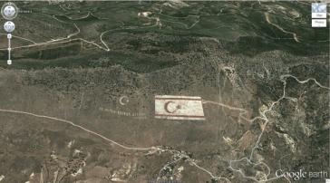 Un drapeau turc géant (35,282902, 33,376891) Kyrenia, Chypre