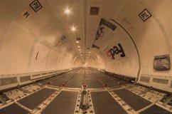 L'intérieur d'un Boeing 757 FedEx sans cargaison