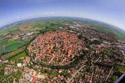 La ville bavaroise de Nördlingen construite dans un cratère d'impact de météorite vieux de 14 millions d'années