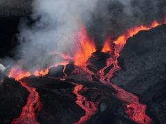 Il n'y a pas de risque pour la population mais l'accès au haut du volcan est interdit.RICHARD BOUHET / AFP