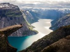 Fjords (Norvège) est le véritable paradis des randonneurs en Europe ! On y trouve certaines des plus belles vues du continent !